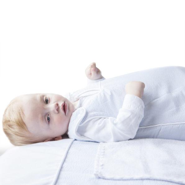 baby ganzjahres schlafsack blau f r neugeborene in baumwolle. Black Bedroom Furniture Sets. Home Design Ideas