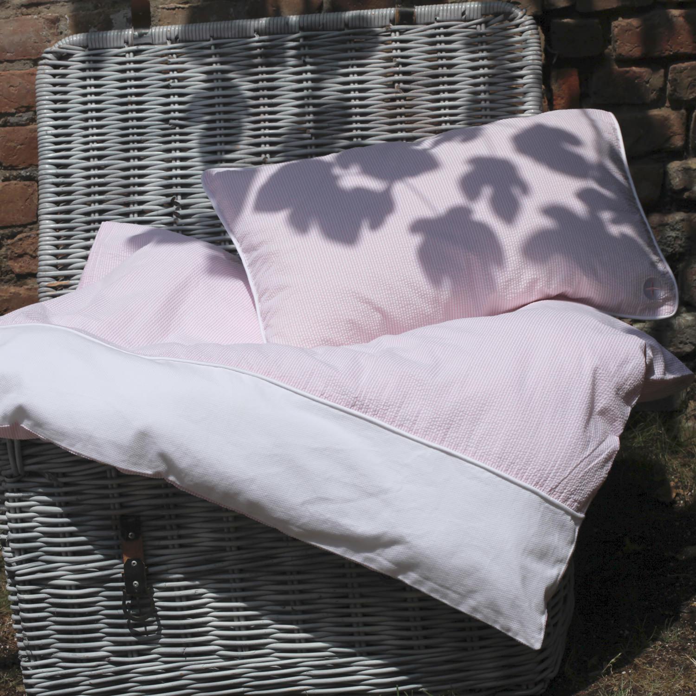 wundersch ne kinderbettw sche rosa wei gesteift. Black Bedroom Furniture Sets. Home Design Ideas